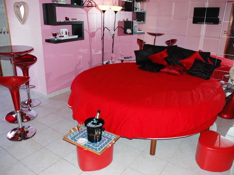chambre aphrodite champagne bacchus. Black Bedroom Furniture Sets. Home Design Ideas